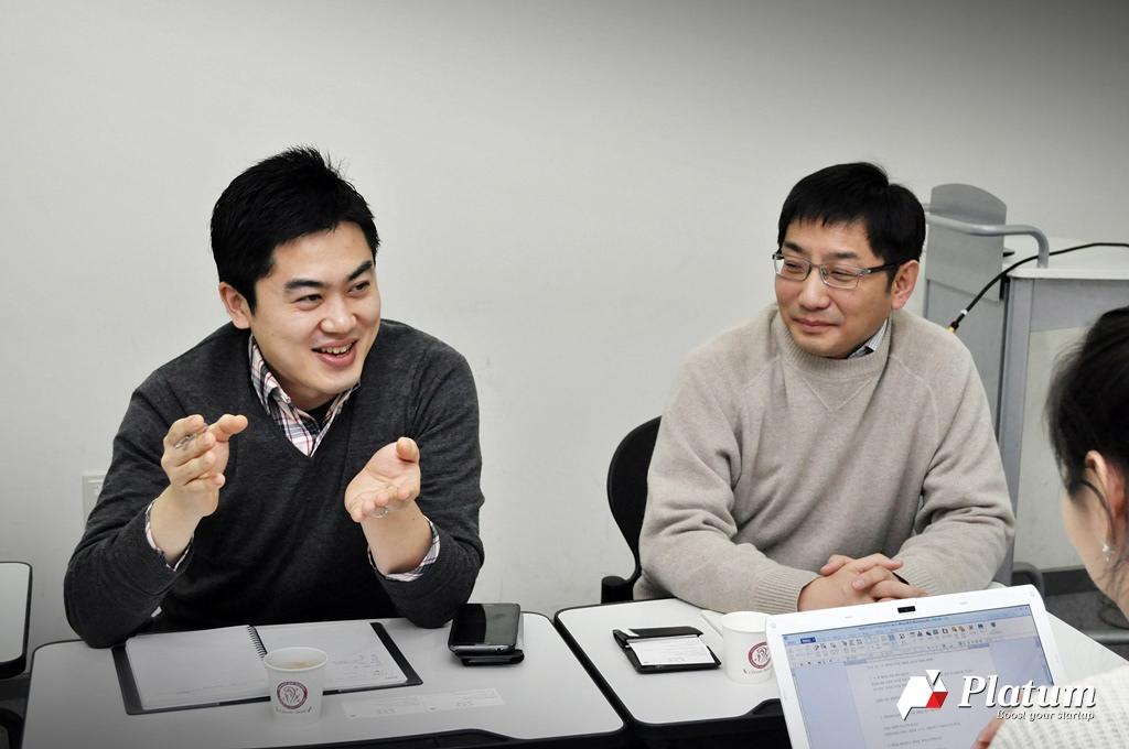모두의 주차장 김동현(왼쪽), 강수남 공동대표