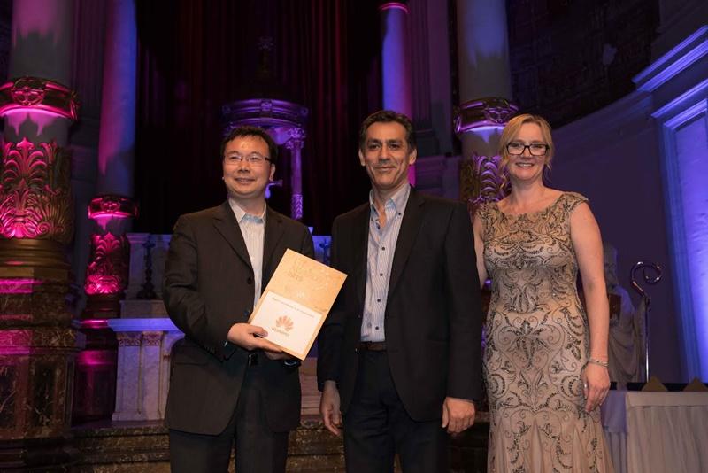 화웨이, 세계 최초로 5G 월드 써밋 2015서 '5G 개발 최고 기여 기업'상 수상